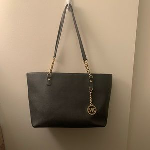 Black Michael Kors Bag!! 🖤